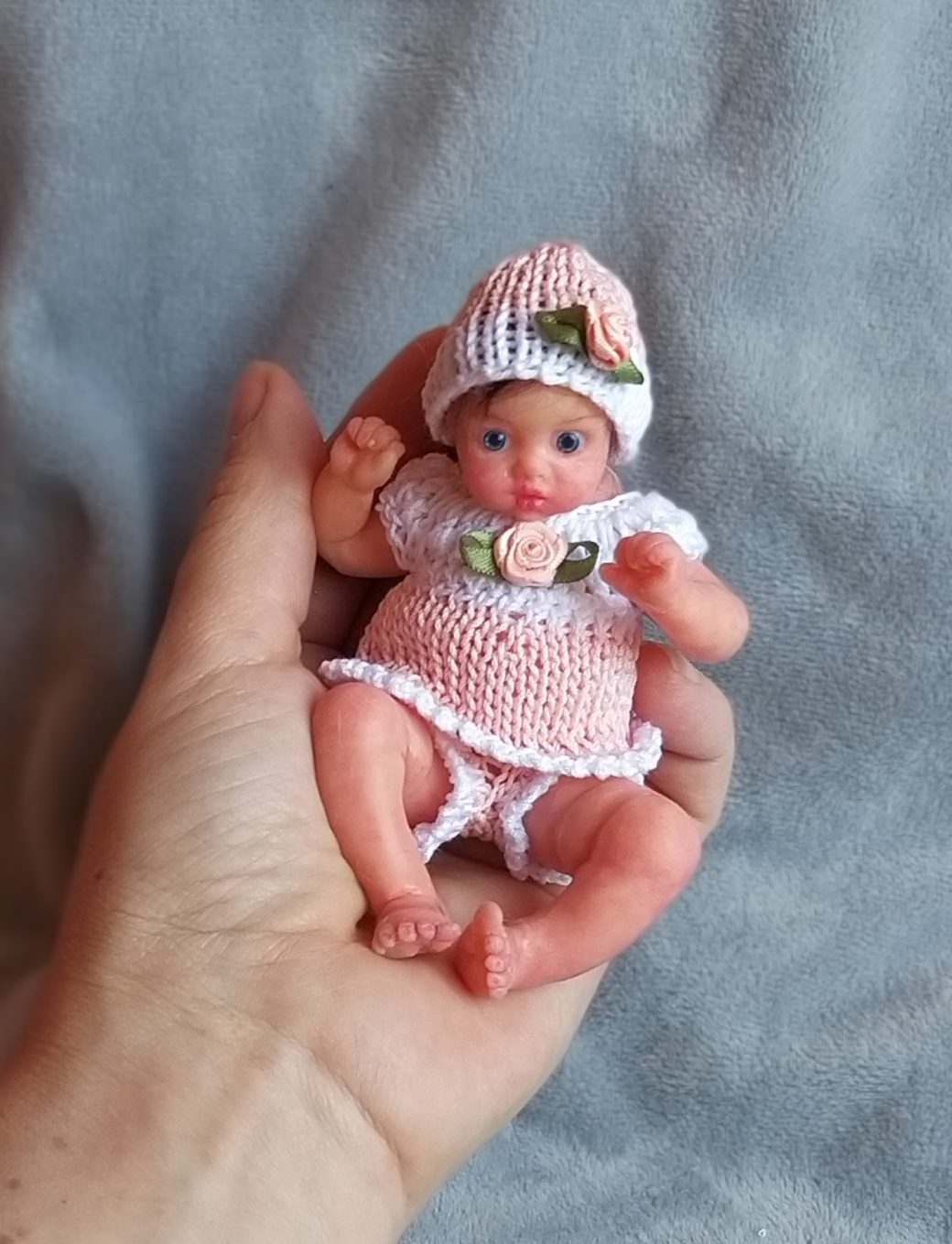 Silicone reborn baby full body mini Lilu 4.3 , painted, eyes open, hair rooting, open mouth with pacifier and bootle, mini reborn doll (2)