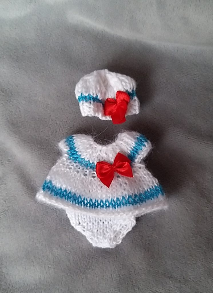 hand knitted mini doll clothes Kovalevadoll 01