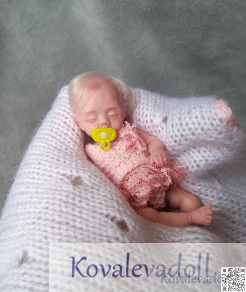 Tiny hyper realistic baby dolls for sale 5 inch Petal Kovaleva Natalya19