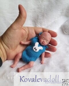 Clothes for 5 inch dolls -pattern for the little rompers